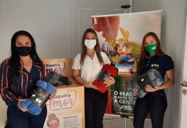 """Boa Safra entrega cobertores para campanha """"Espalhe Amor"""""""